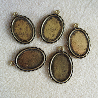 5 oval pendant frames, 18mm x 24mm, plated metal, antique gold