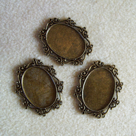 3 oval pendant frames, 22mm x 30mm, plated metal, antique gold