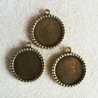 3 round pendant frames, 25mm, plated metal, antique gold
