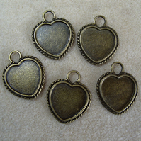 5 heart pendant frames, 18mm, plated metal, antique gold