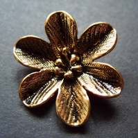 Metal flower pendant, gold plated, 27 x 31mm
