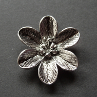 Metal flower pendant, silver plated, 27 x 31mm