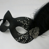 Black masquerade mask - mask with feathers - party masks - Masked Ball