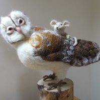 Needle-felt owl with mouse