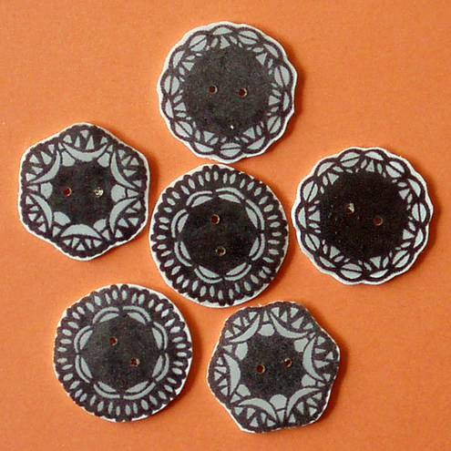 6 doily buttons