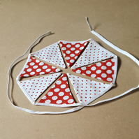 Red and White Miniature Bunting – 8 Flags
