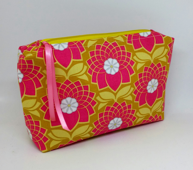 Pink Flower Box Make-Up Cosmetic Case