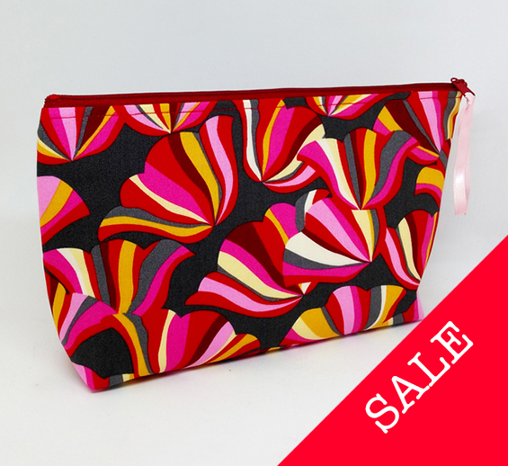 "SALE! Large ""Free to Grow"" Flower Make Up Cosmetic Case"