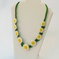 Felt necklace Daisy Chain. Needle-felted flower jewellery