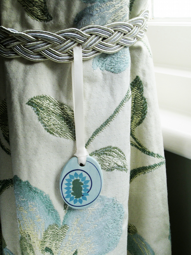 2 x Floral Ceramic Pendant Curtain Tiebacks in Ivory, Blue and Green