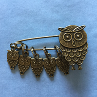 Owl Stitch Markers on a decorative Owl kilt pin.