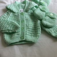 Babies Hoodie, Booties and Mittens to Match