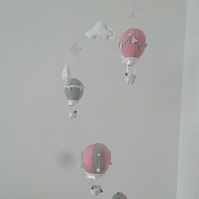 Decorative hot air balloons nursery mobile