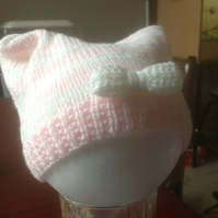 Hand knitted hat to fit 0 - 3 month old baby girl