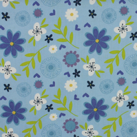 Fabric Freedom - Retro Floral - Blue & White Flowers on Pale Blue - Fat Quarter