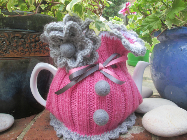 Knitted Tea Cosie           Ellie May