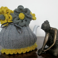 Knitted Tea Cosie       Grey and Mustard