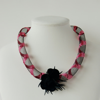 Black embroidered mesh necklace with sequin decoration.