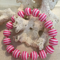 Acrylic pink stripe stretch braclet