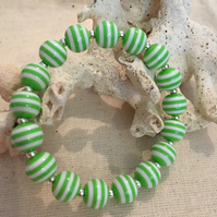 Green stripe bead stretch braclet