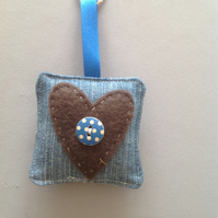 Square key ring with heart