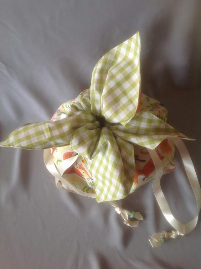 Drawstring make up or accessories bag, Japanese petal style.
