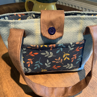 Handbag. Blue wool check with Seasalt fabric lining. Two pockets.