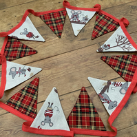 Christmas Bunting. Christmas mice with alternate red tartan. 12 Flags.