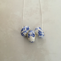 Floral bead necklace