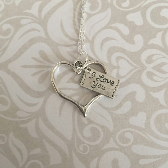 Love heart and note necklace