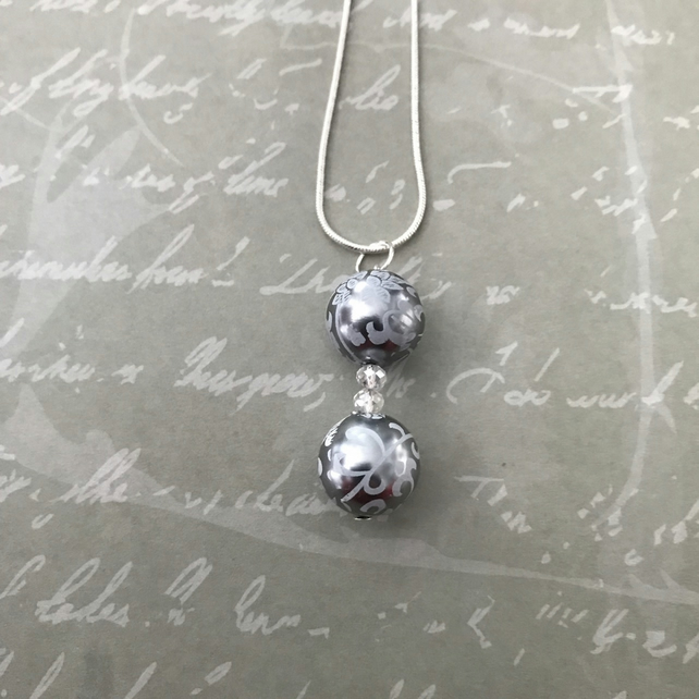 White & Silver Bead Pendant Necklace