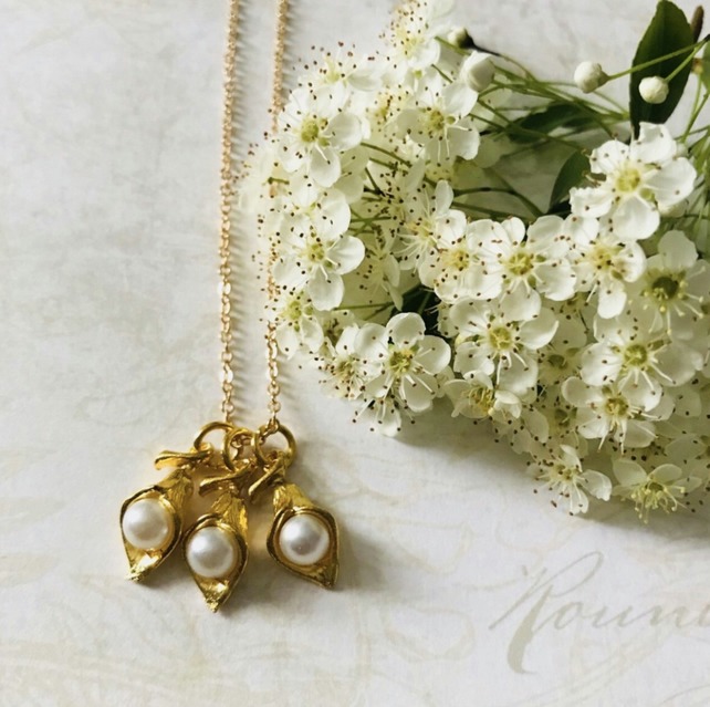 Flower with 'pearl' necklace