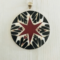 Spider Shell & Glitter Resin Pendant Necklace