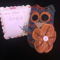 "Crochet Owl with embellished flower, unique item ""Amber"""