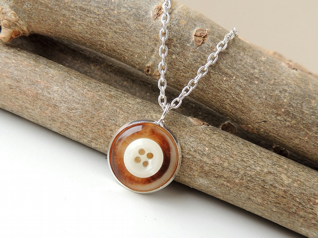Brown and Cream Pendant (1370)