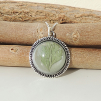 Green Leaf Resin Cabochon Necklace (024)