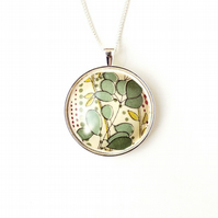 Green Leaf Fabric Resin Cabochon Necklace (1346)