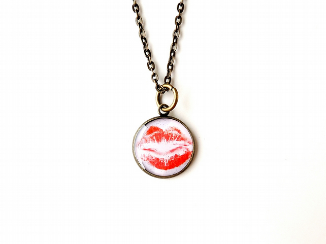 SECONDS: Red Lips Resin Necklace (1764)