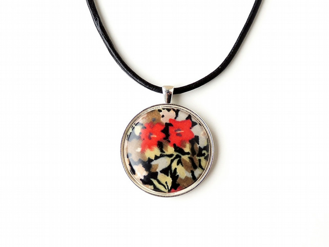 Black & Red  Flower Necklace (1940)