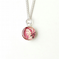 Queen Stamp Resin Necklace (2334)