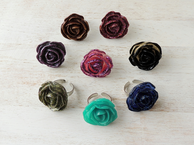 8 x Resin Flower Rings (511)