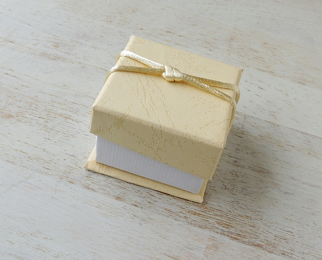Ring Gift Box, Cream, Jewellery or Small Items (GB02)