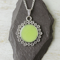 Lime Green Pendant Necklace (467a)