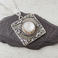 White & Silver Flower Necklace (762)