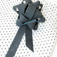 Leather gift bow - Soft grey suede