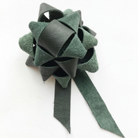 Leather gift bow - deep green