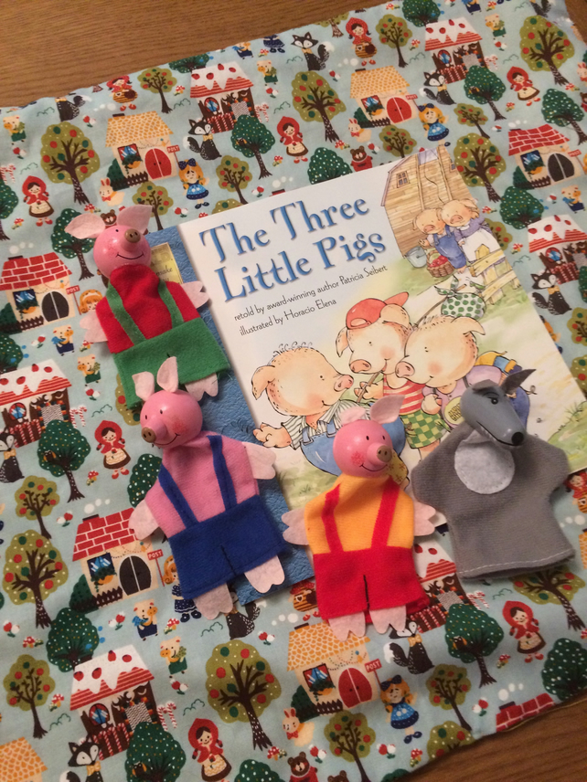 Fairy tale blankie - 3 Little Pigs puppets and book