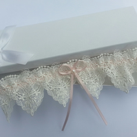 Ivory and pink wedding garter, pearl garter, ivory lace garter