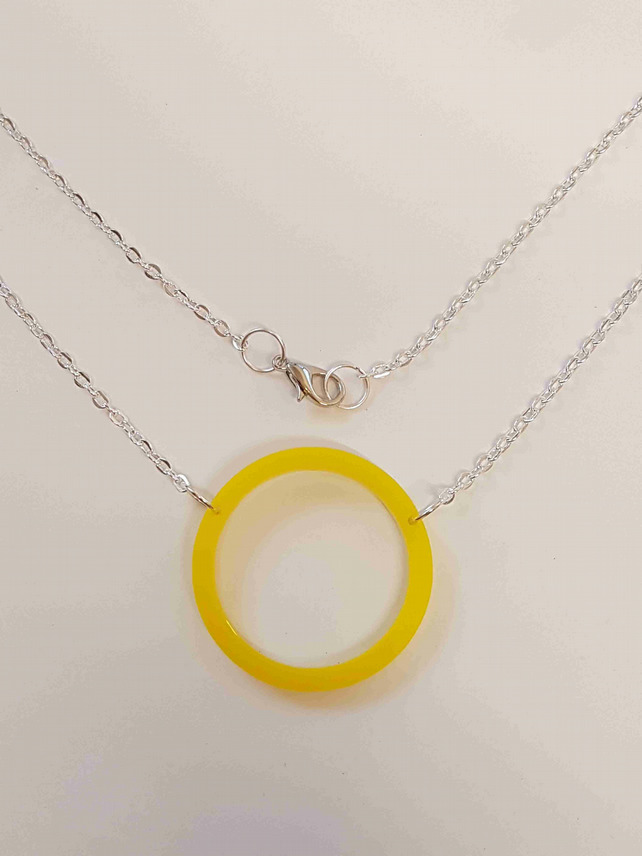 Geometric single Bubble Circle Necklace - Acrylic