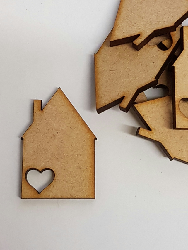 MDF House with heart 4cm - 20 x Laser cut wooden shape